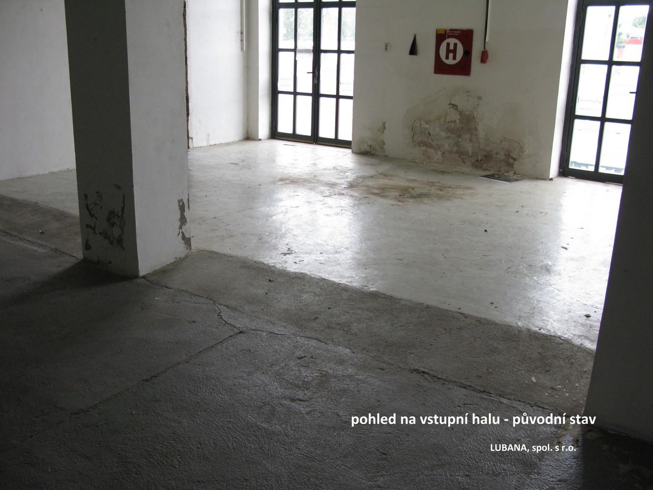 pohled do vstupní haly před rekonstrukcí