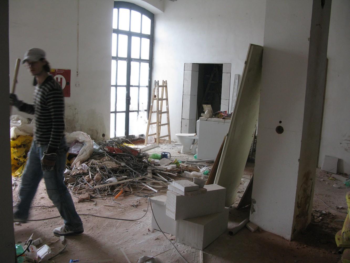 pohled do vstupní haly v průběhu rekonstrukce