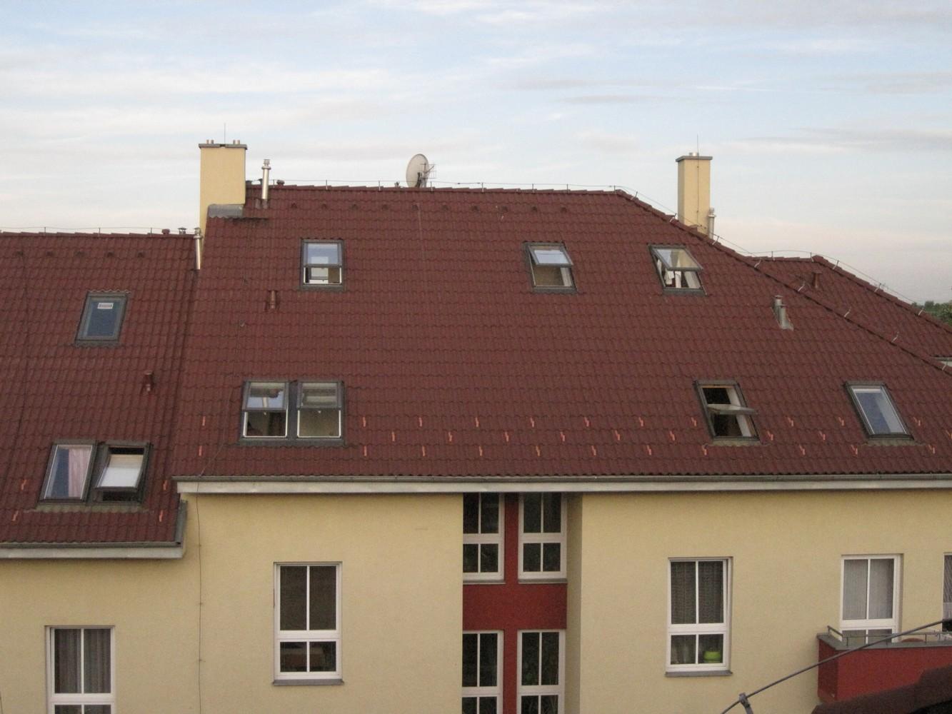 pohled na střešní okna půdní vestavby