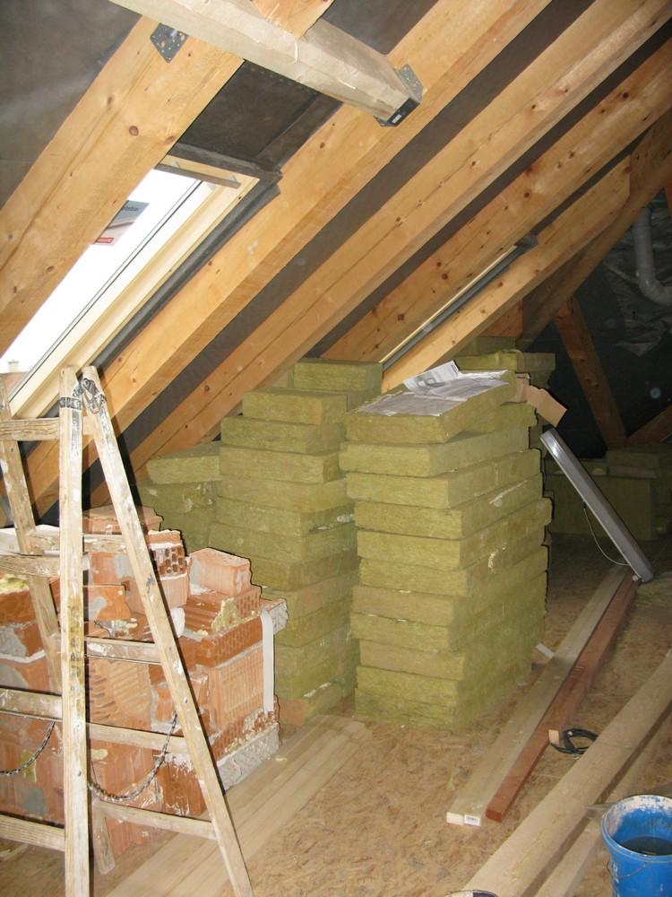 realizace půdní vestavby - podlahy, VZT, elektroinstalace, rozvody topení, statika krovu