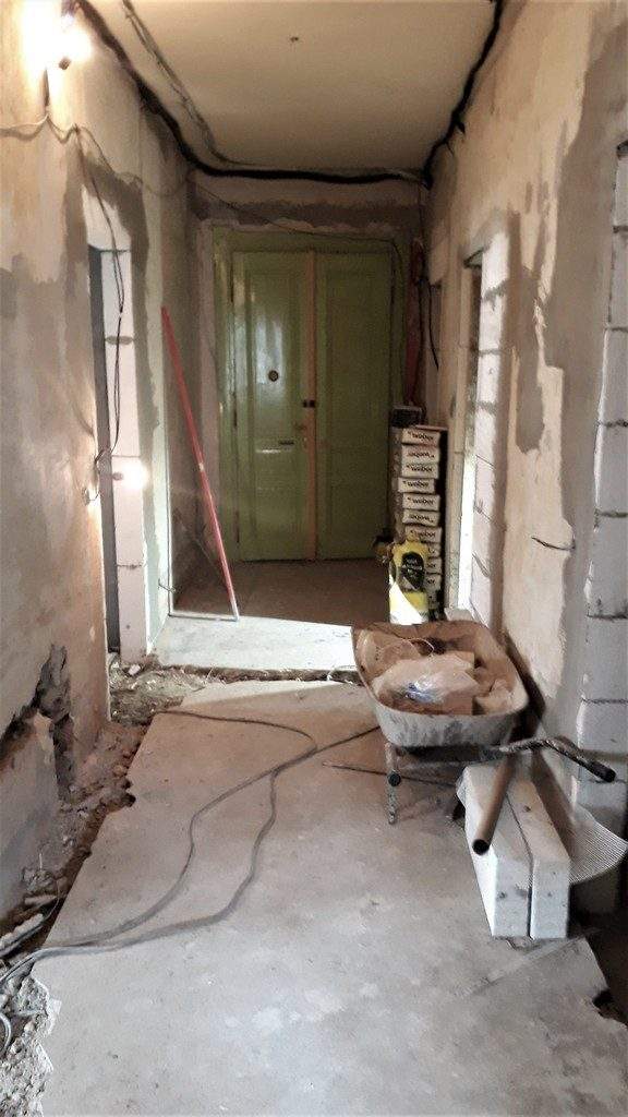 chodba bytu zahájení stavbních prací svislých konstrukcí