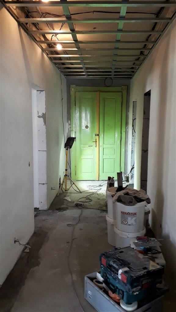 chodba bytu sádrokartonové podhledy