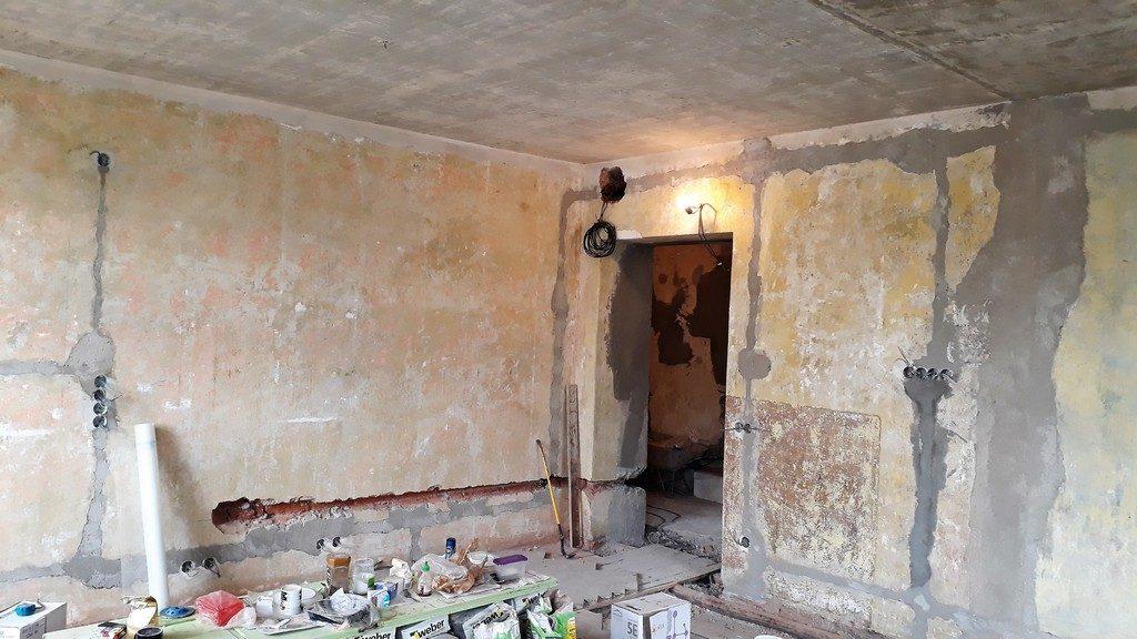 hlavní obytný prostor s kuchyňskou linkou elektroinstalace, rozvody vody a odpadu