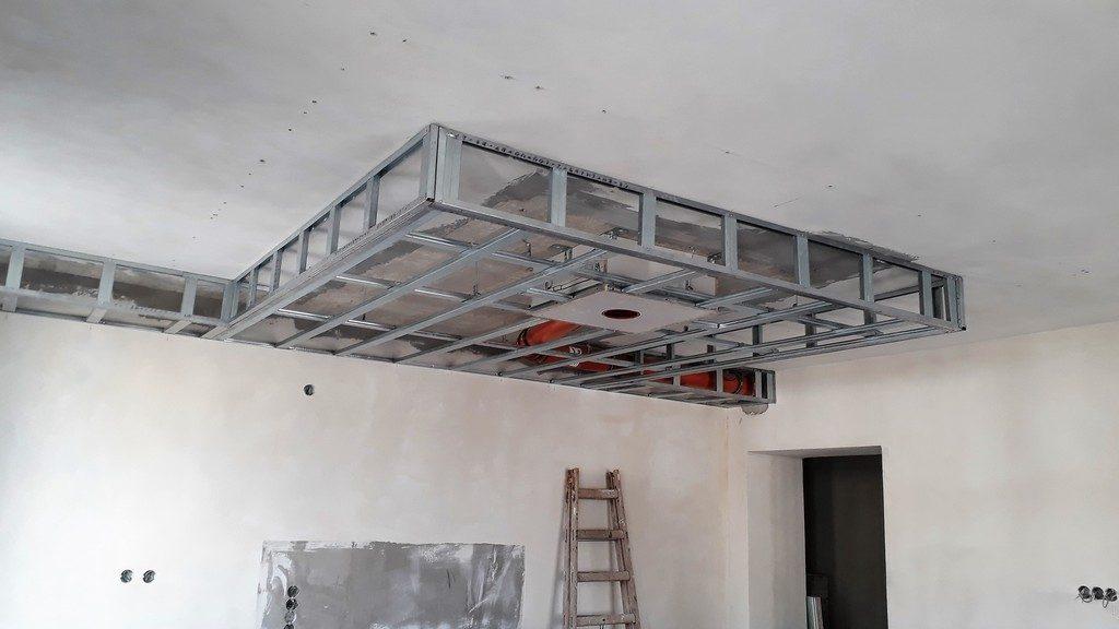 hlavní obytný prostor s kuchyňskou linkou sádrokartonářské prvky