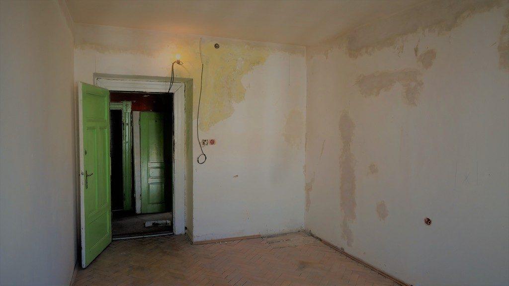 prostor ložnice bytu původní stav před rekonstrukcí