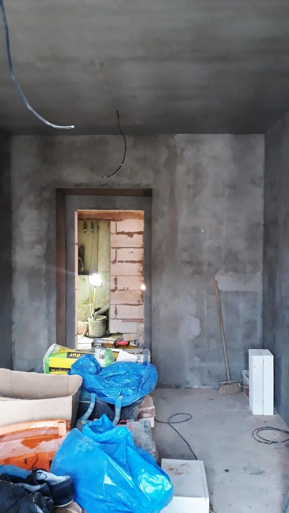 prostor ložnice bytu omítky