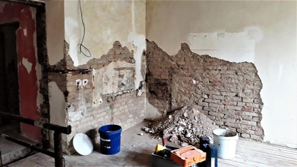 dětský pokoj bytu opravy omítek