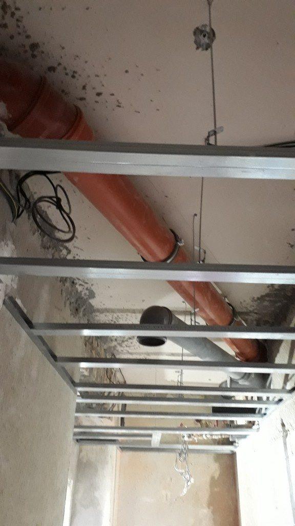 koupelna  podhled sádrokarton rastr