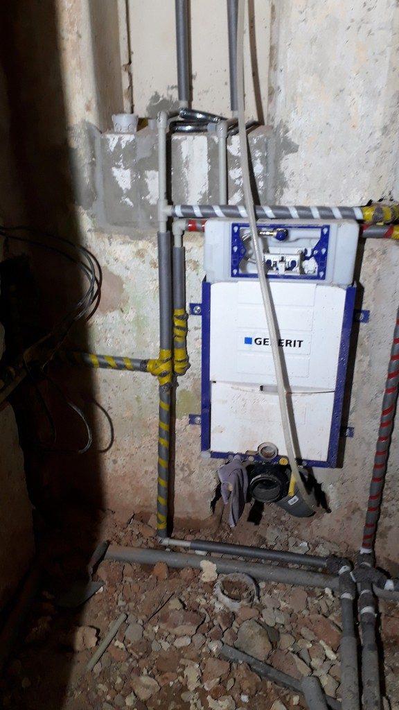 toaleta montáž Geberit podomítkový splachovač