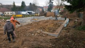 založení stavby rodinného domu zasypávání prostoru základové desky